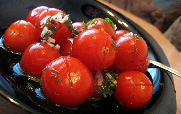 Малосольные помидоры с чесночком, рецепт