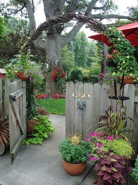 Из подручных материалов украсить огород своими руками фото 921