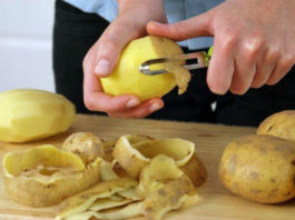 Как использовать картофельные очистки в саду и огороде