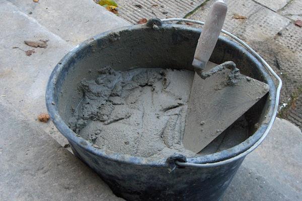 Иcискусственные камни и скульптуры из бетона на даче и в саду