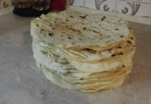 Вкусный тонкий грузинский лаваш на сковороде