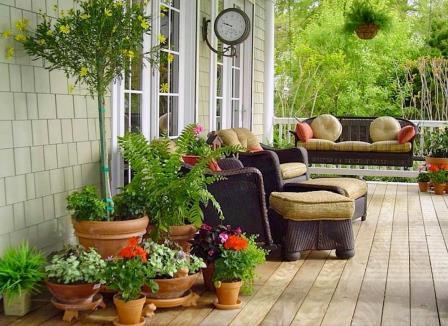 Как сделать крыльцо дома более уютным: 6 простых идей в фотографиях