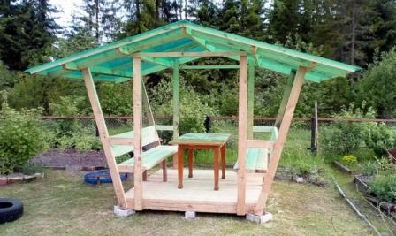 Строим беседку с крышей из поликарбоната на даче